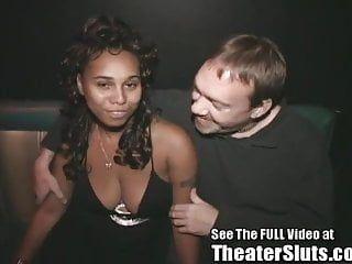 Black freak tiene sexo grupal en un teatro porno de tampa
