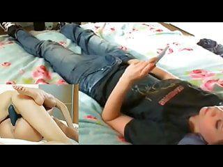 Età legale Adolescente Angel usa il suo telefono per vederla molto amata porno lesbica