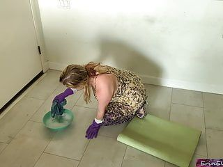 Stepmom receives screwed whilst cleaning the floor tube